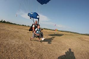Atterrissage saut en parachute tandem Skydive FlyZone