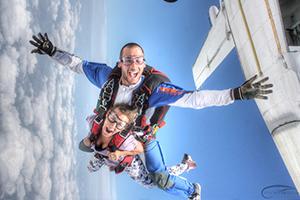 Sortie d'avion saut en parachute tandem Skydive FlyZone